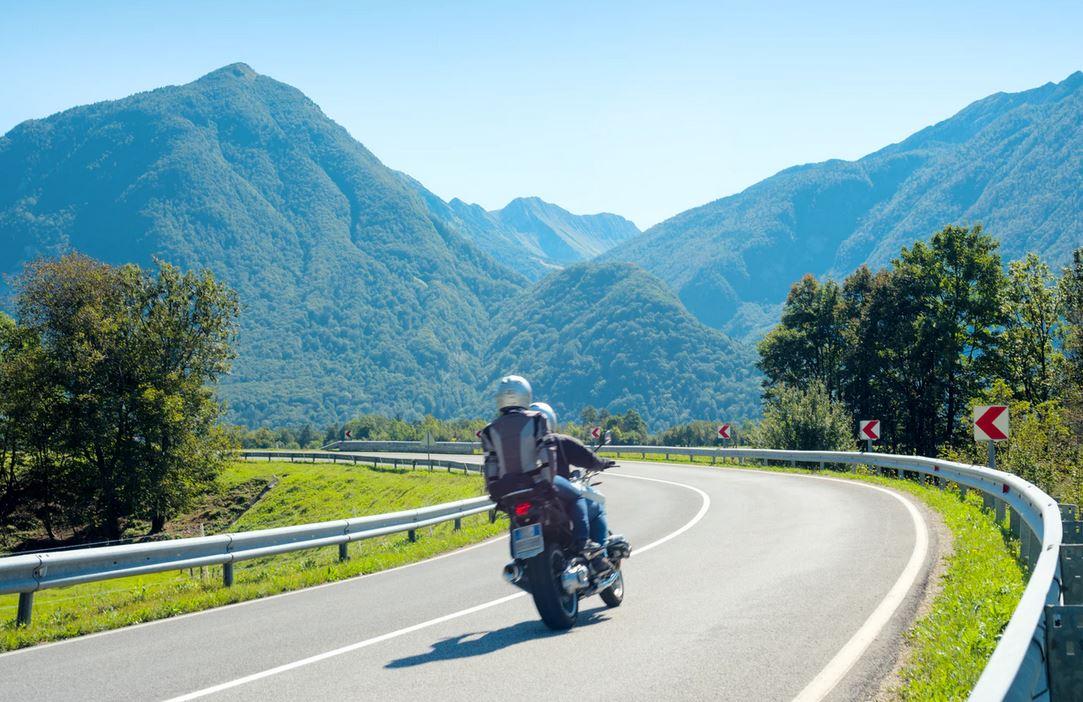 couple sur moto